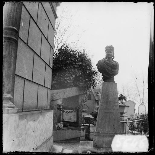 Tombe d'Aimée Desclée