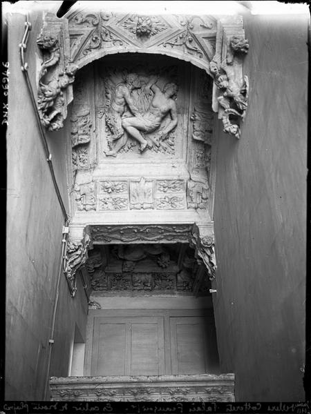 Escalier : plafond sculpté