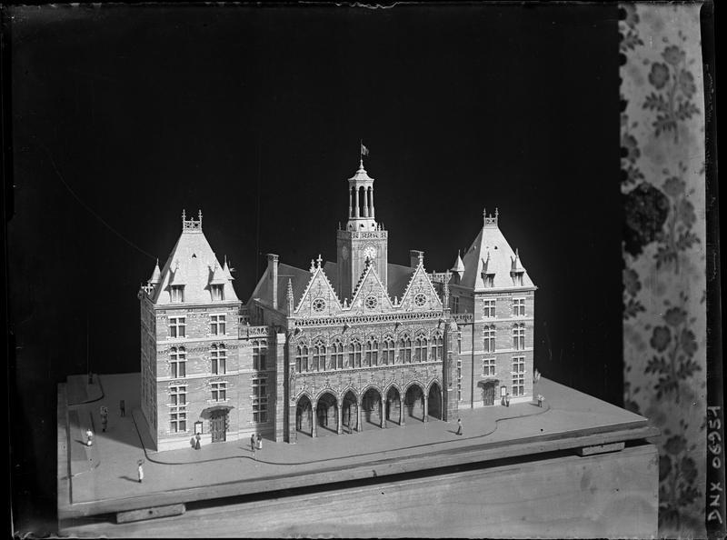 Maquette : façade principale, beffroi modifié