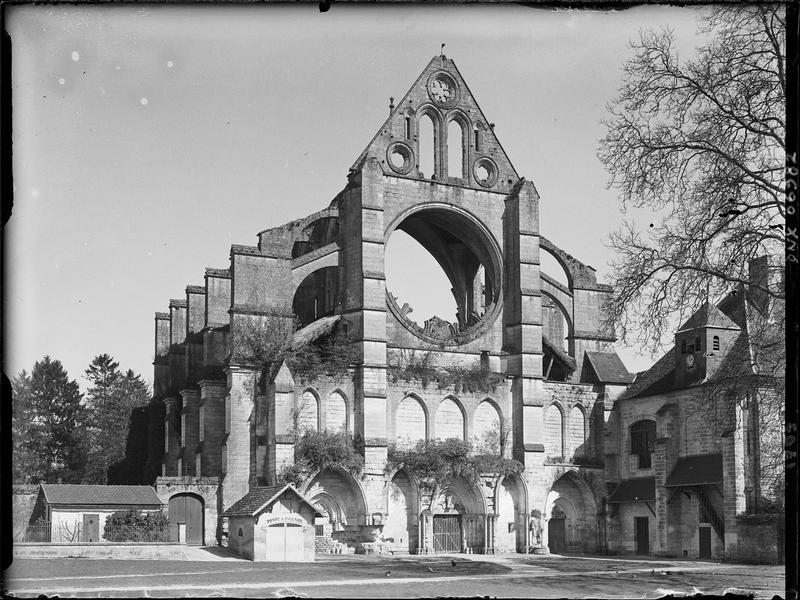 Façade ouest : ruines