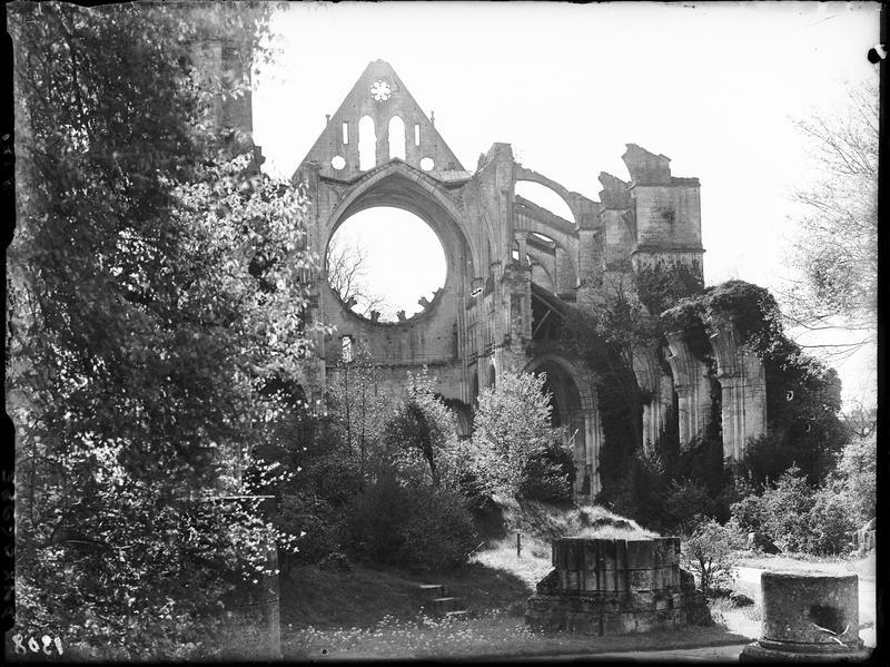Revers de la façade ouest : ruines