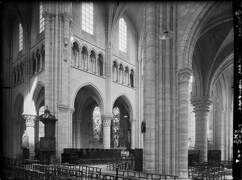 Intérieur : croisée du transept vers le choeur