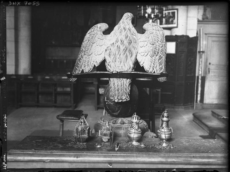 Lutrin et encensoirs