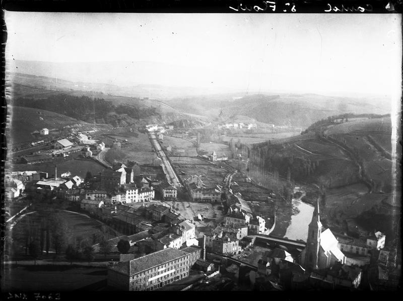 La ville : vue en contre-plongée vers la campagne