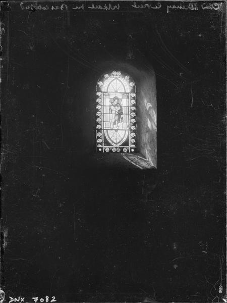 Vitrail du bas-côté sud : Le Christ à la colonne