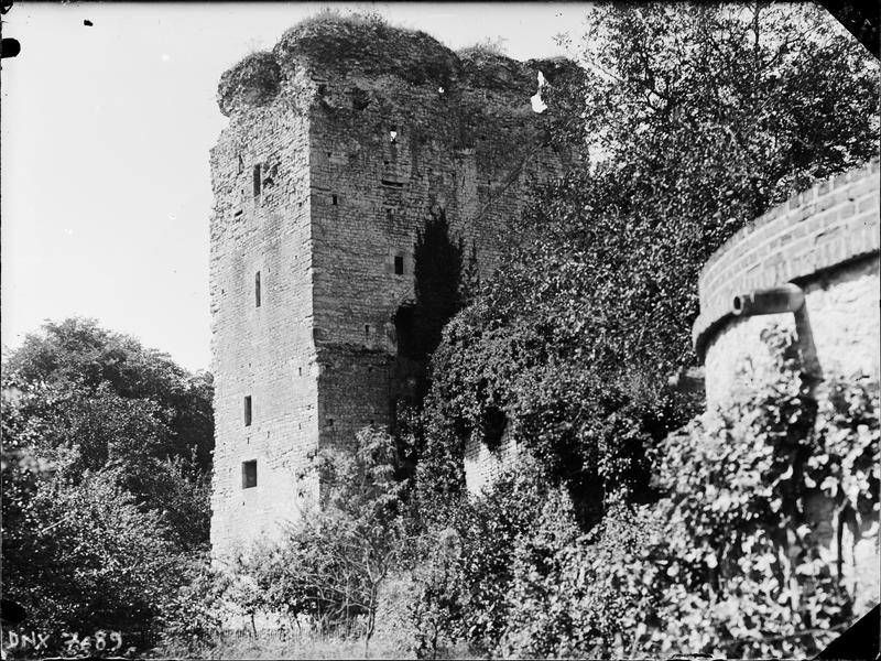 Tour en ruines