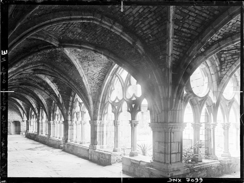 Galeries du cloître : angle nord-est