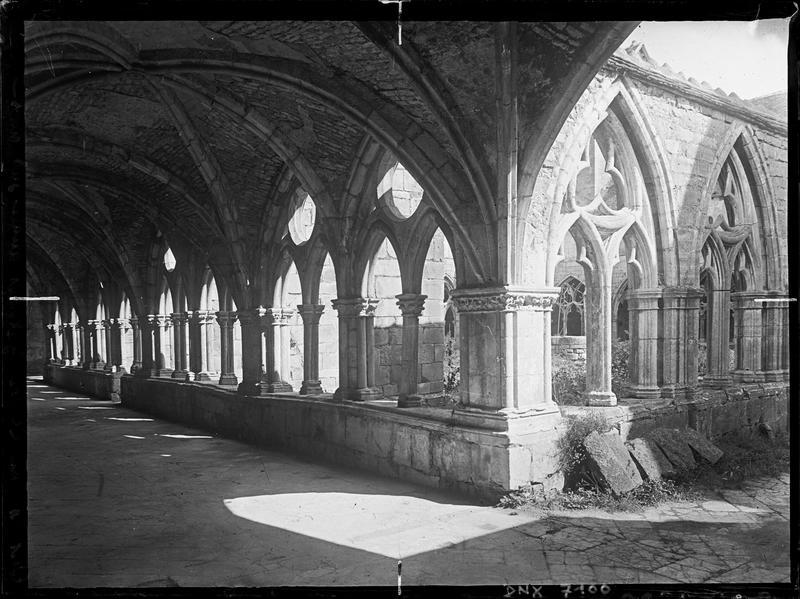 Galeries du cloître : angle sud-ouest