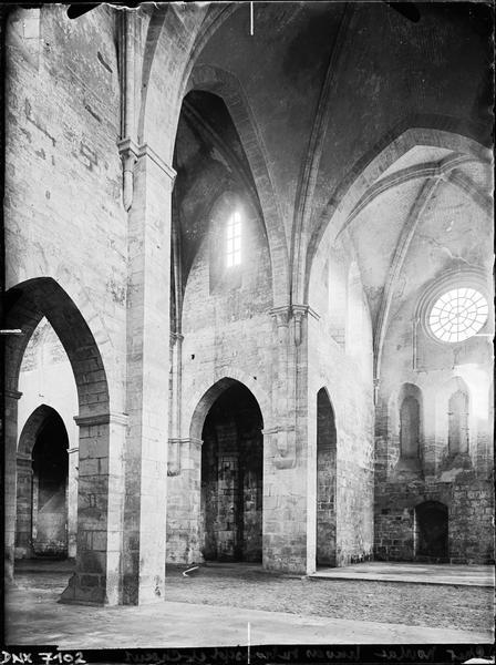 Eglise : transept et choeur, vue diagonale
