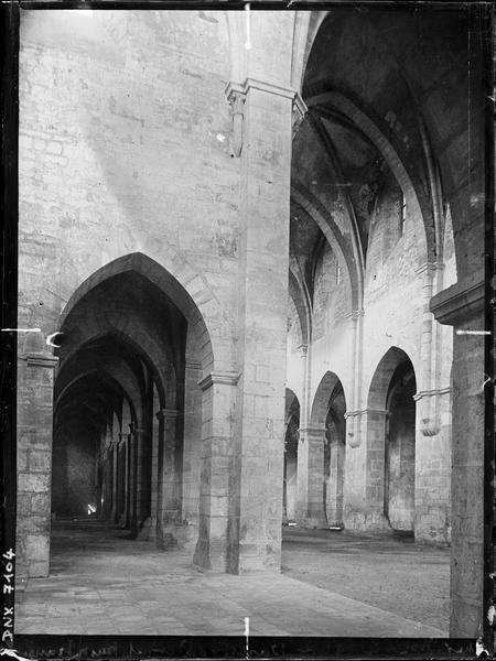 Eglise : bas-côté sud et nef pris du transept