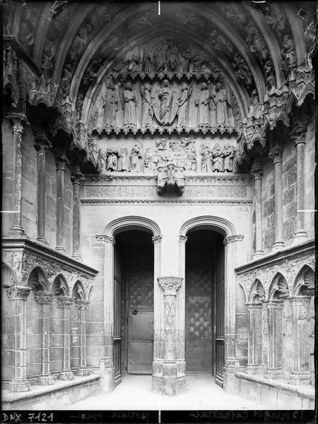 Deuxième portail de la façade ouest : porte de la Vierge