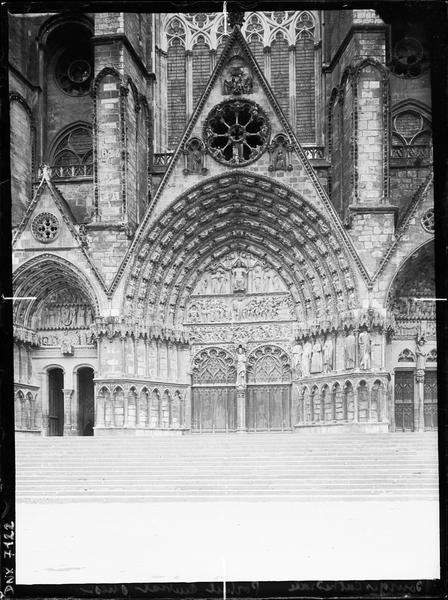Troisième portail de la façade ouest (portail central) : porte du Jugement dernier