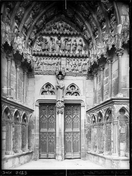 Quatrième portail de la façade ouest : porte Saint-Etienne