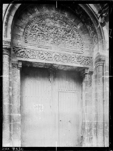 Tympan du portail sculpté des Fables d'Esope : scènes de chasse et occupations des mois