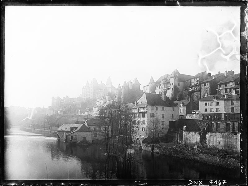 Vue de la ville au bord de la Vézère