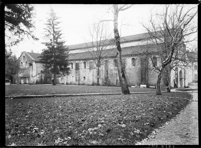 Eglise : façade latérale