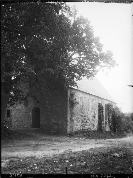 Entrée et façade latérale