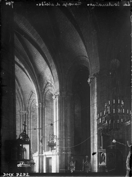Intérieur : partie du choeur et du transept