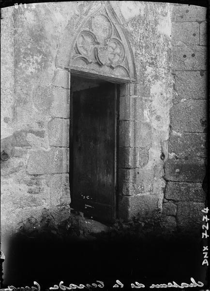 Chapelle du XVe siècle : porte