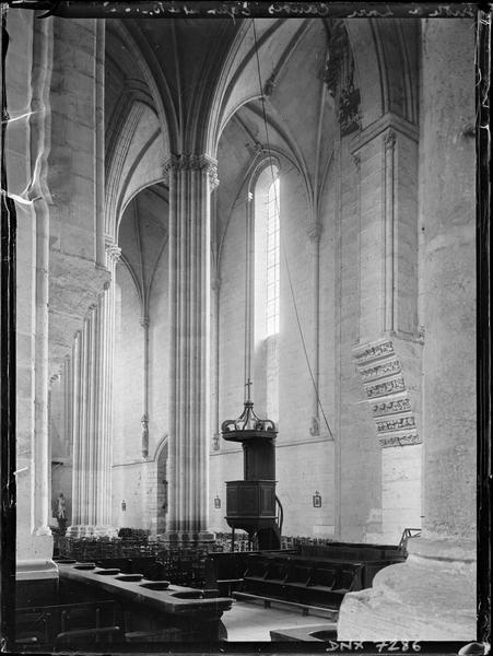 Intérieur : vue diagonale du choeur vers la nef