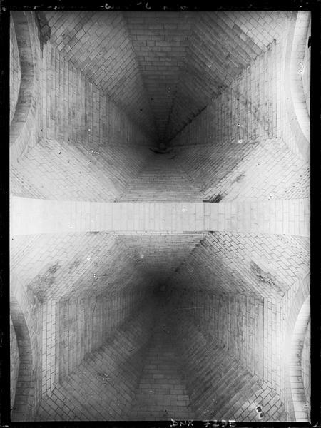 Intérieur des coupoles pyramidales de la nef