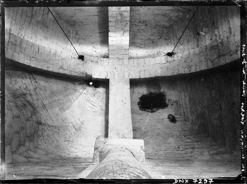 Intérieur du clocher : voûte reposant sur deux arcs doubleaux croisés