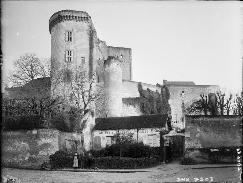 Vieux Château : Tour Neuve ou tour Louis XI, côté ouest