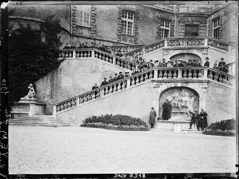 Château : partie gauche de l'escalier d'honneur