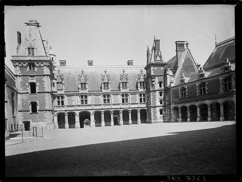 Aile Louis XII : façade sur cour
