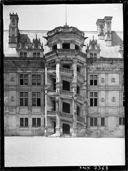 Aile François Ier : escalier extérieur, vue rapprochée