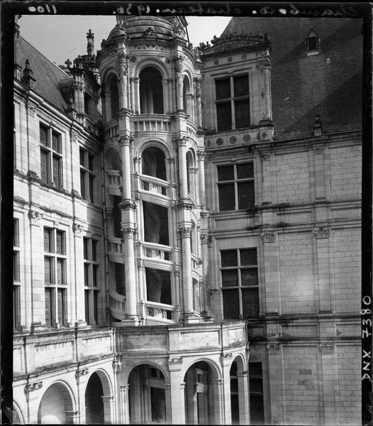 Aile d'Orléans : escalier