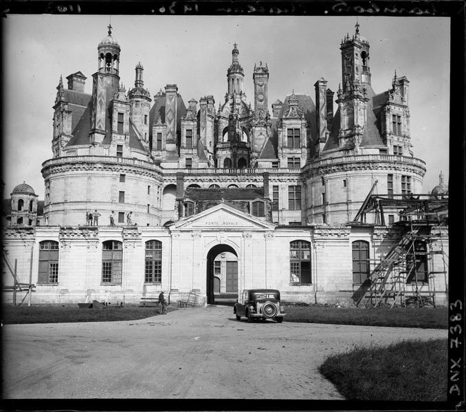 Porte royale et façade sud-est