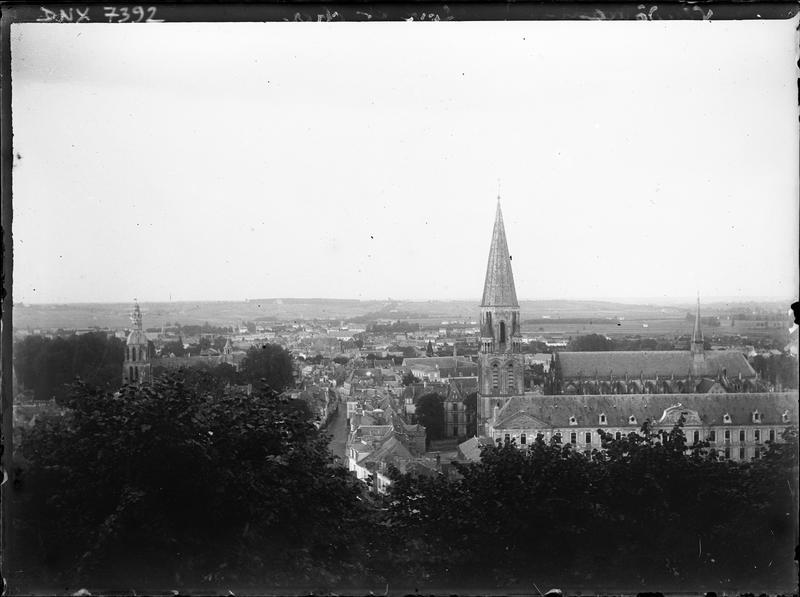 Vue panoramique de la ville en arrière-plan de l'abbaye