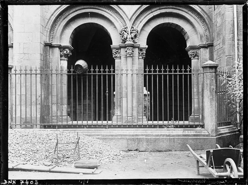 Eglise : narthex, façade nord-ouest, arcades