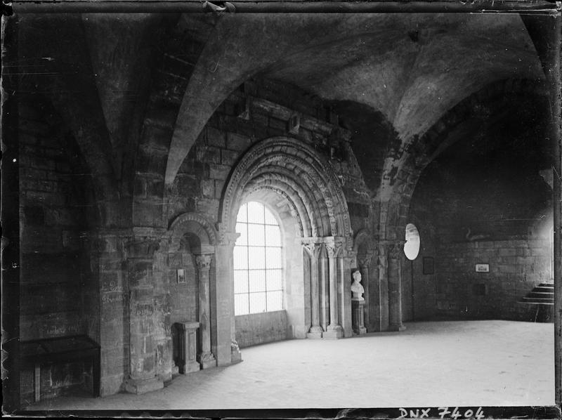 Eglise : salle du premier étage