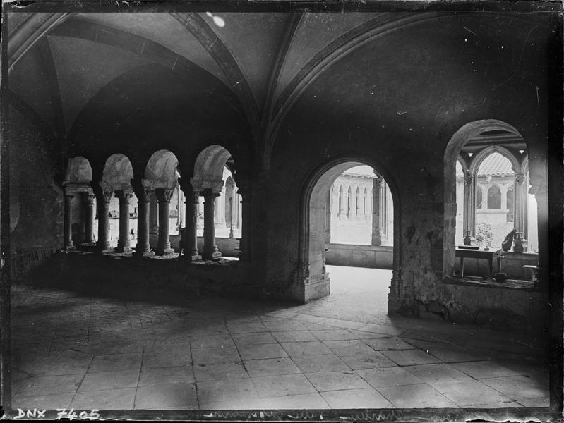 Salle capitulaire vue vers le cloître