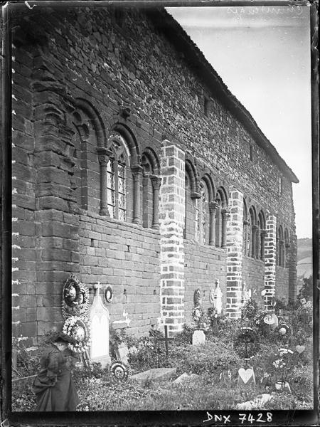 Façade sud et cimetière