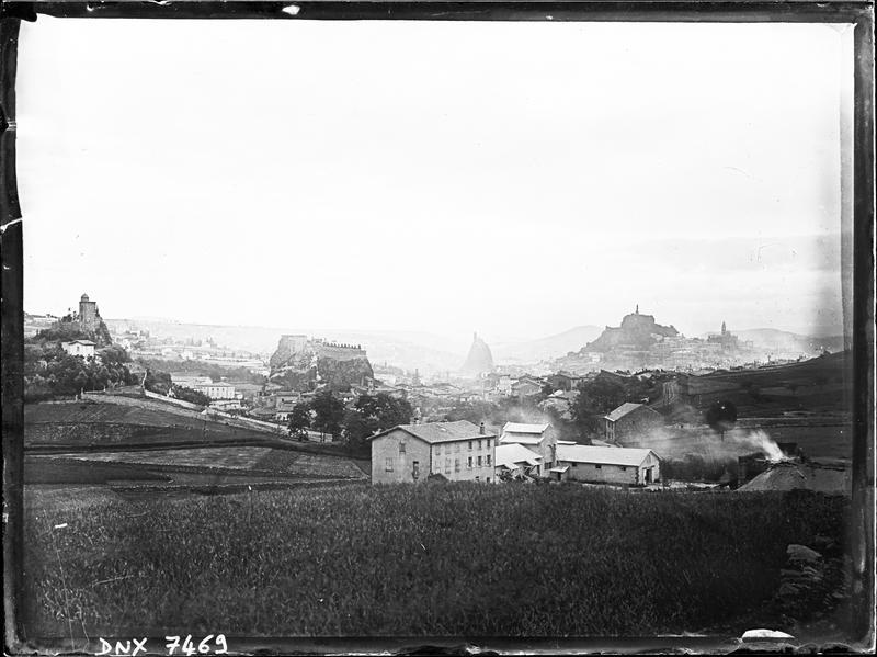 Vue panoramique sur Aiguilhe et Le puy-en-Velay