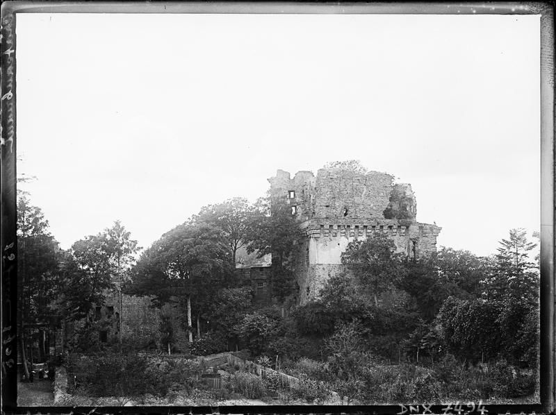 Partie médiévale : ruines du donjon