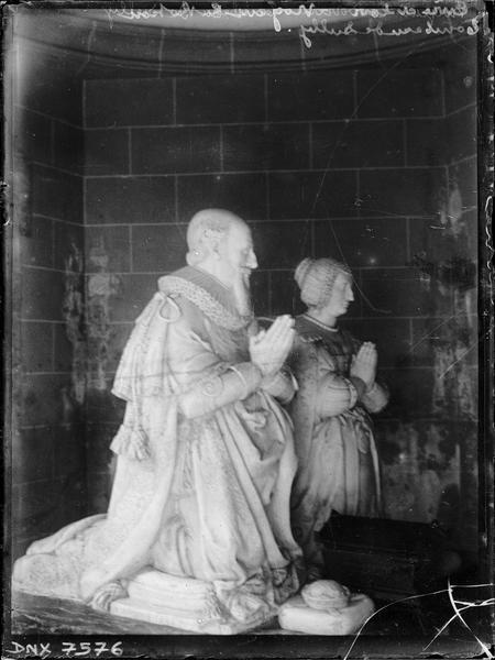 Statues de Sully et de Rachel de Cochefilet