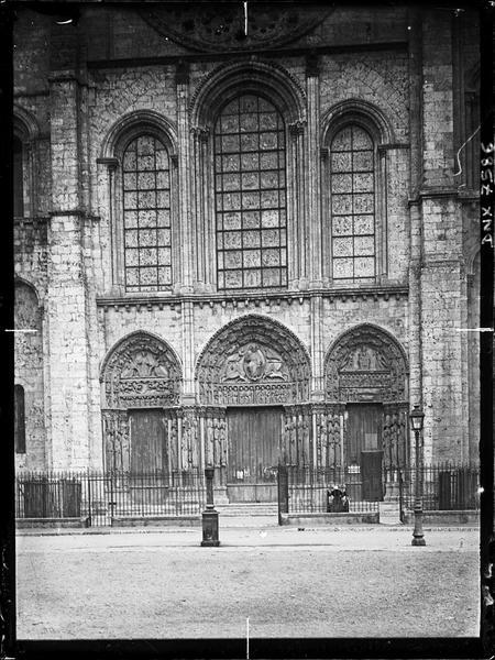 Façade ouest : portail royal