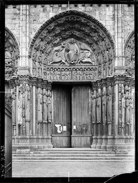 Portail royal : porte centrale