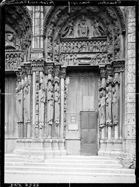 Portail royal : porte de droite