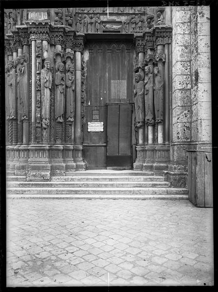 Portail royal, porte de droite : partie inférieure