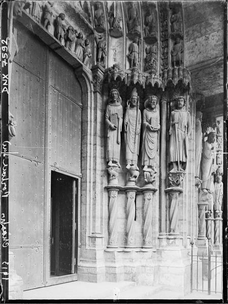 Portail du croisillon sud, porte côté ouest : ébrasement droit