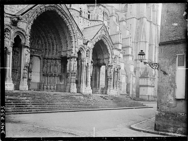 Portail du croisillon nord : porte centrale et porte droite, vue diagonale