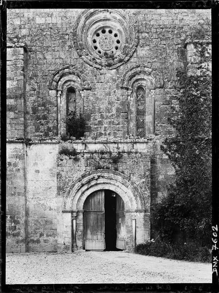 Eglise abbatiale : partie centrale de la façade ouest