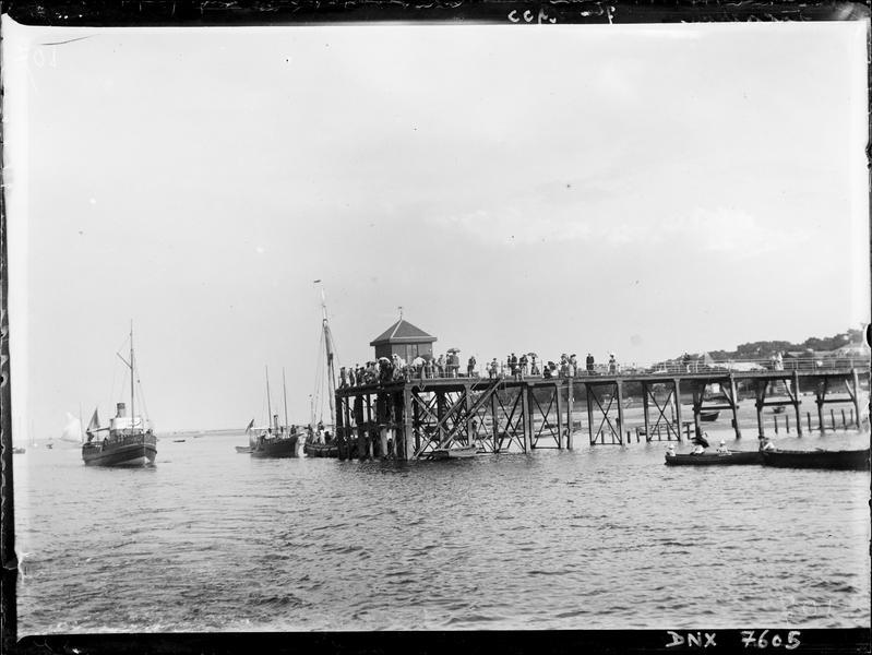 Jetée et bateaux