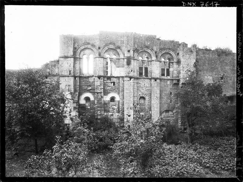 Façade : fenêtres romanes géminées