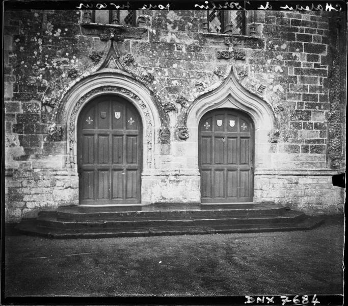 Façade sur le parc : portes